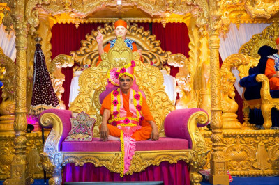 Divine darshan of Hs Divine Holiness Acharya Swamishree seated on the stage