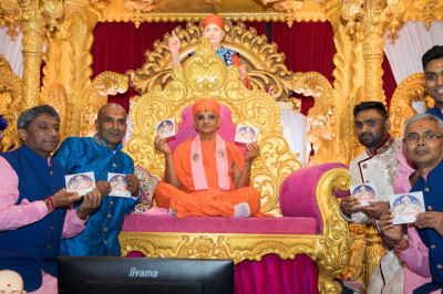 His Divine Holiness Acharya Swamishree officially releases the DVD of the Sadbhav Amrut Parva celebrations held in Maninagar