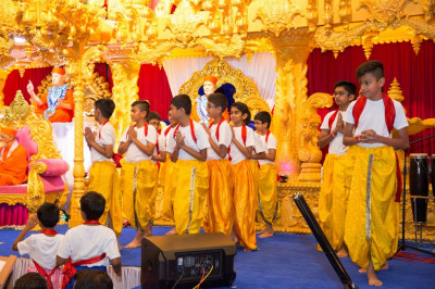 Young disciples perform devotional dances around Shree Purushottam Mahal to please the Lord