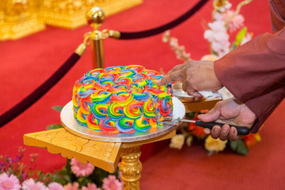Disciples who have sponsored the celebrations cut the cake