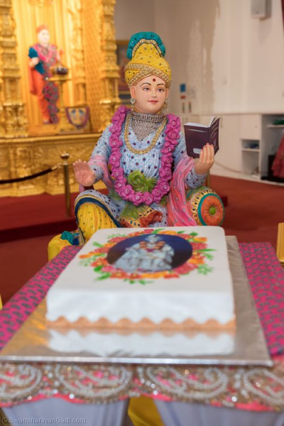 Lord Shree Swaminarayan dines on the delicious cake