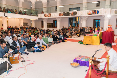 Hundreds of disciples gather at Shree Swaminarayan Mandir Kingsbury to celebrate