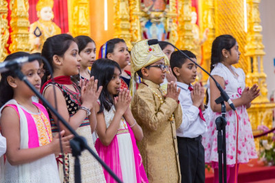Disciples of Swamibapa Gujarati School perform a prayer at the start of the assembly