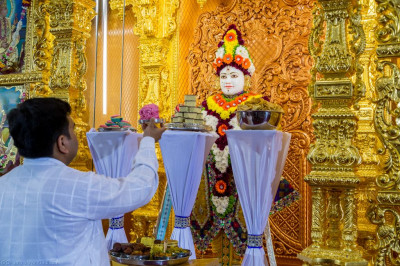 Cake is offered to Lord Shree Swaminarayan