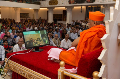 A special video showing clips throughout the life of beloved Jeevanpran Shree Muktajeevan Swamibapa is shown