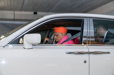 His Divine Holiness Acharya Swamishree departs from Heathrow Airport