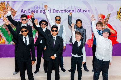 Children from Oliver Goldsmith Primary School perform