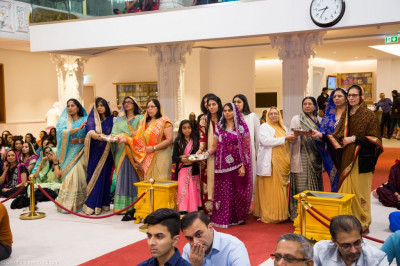 Disciples who have sponsored the celebrations offer aarti