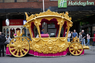 The magnificent golden chariot