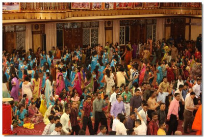 Hundreds of disciples took part in the Raas