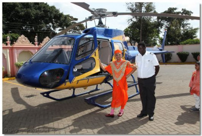 Divine darshan of His Divine Holiness Acharya Swamishree with the helicopter pilot at Shree Swaminarayan Temple Nairobi