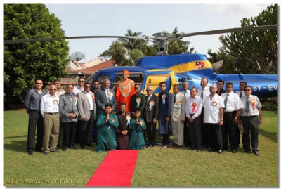 Divine darshan of His Divine Holiness Acharya Swamishree with disciples at the helicopter landing site