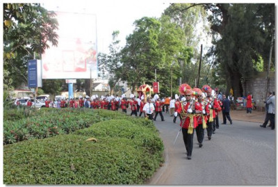 H.H. Swamibapa Pipe Band lead the procession along one of Nairobi's major roundabouts