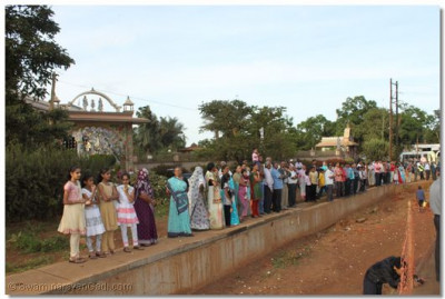 Onlookers line the streets as the procession nears another Swaminarayan Temple