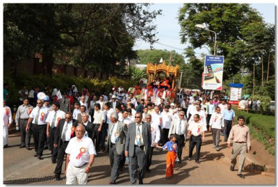 Thousands of disciples gathered from around the world took part in the procession