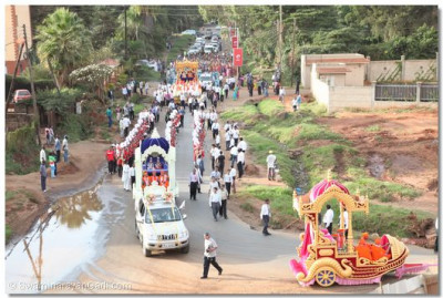 All three magnificant chariots come closer together as the procession nears Shree Swaminarayan Temple Nairobi