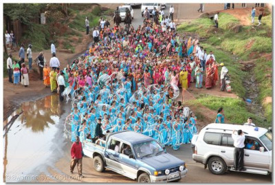A view of a small section of the procession nearing Shree Swaminarayan Temple Nairobi