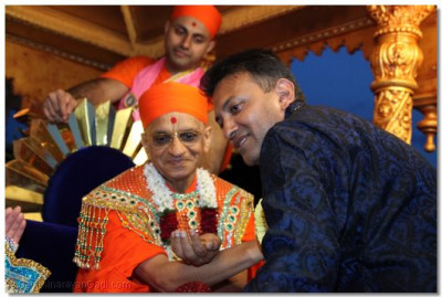 His Divine Holiness Acharya Swamishree blesses a disciple