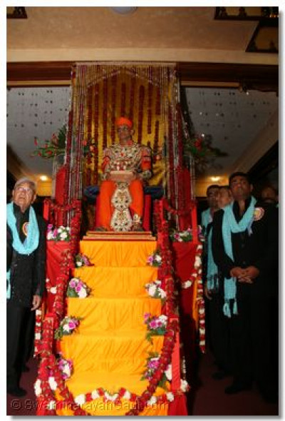Divine darshan of His Divine Holiness Acharya Swamishree seated on another magnificantly decorated chariot