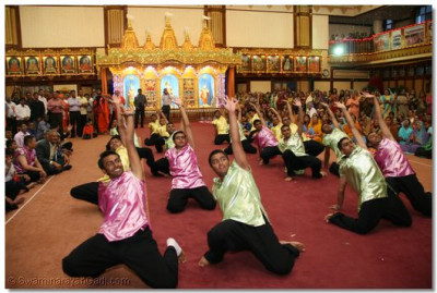 Young disciples continue performing an energetic dance welcoming His Divine Holiness Acharya Swamishree into Shree Swaminarayan Temple Nairobi
