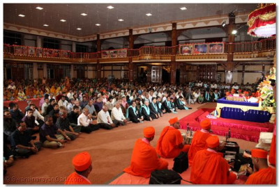 Hundreds of disciples gathered from around the world are charmed by His Divine Holiness Acharya Swamishree's Aashirwad