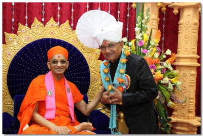 His Divine Holiness Acharya Swamishree blesses one of the benefactors of the parayan