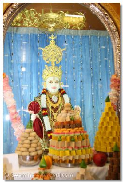 Divine darshan of  Lord Swaminarayan with the ankoot