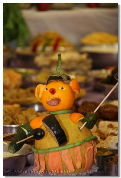 Disciples have created wonderful animal representations using a variety of vegetables and fruits to decorate the ankoot
