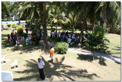 All the devotees had lunch in the grounds of the resort
