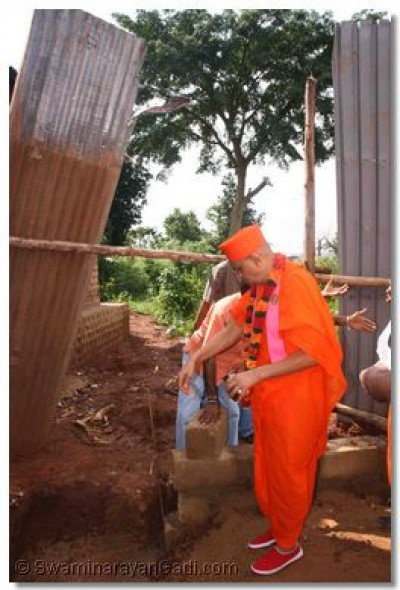 Acharya Swamishree concecrates the foundation of a new building