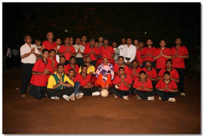 Volleyball players with Acharya Swamishree
