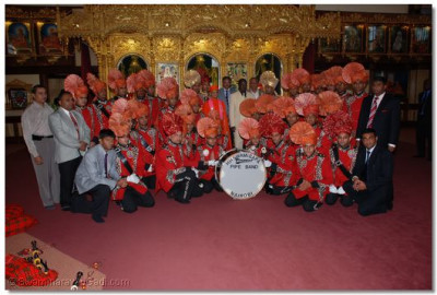 H.H.Swamibapa Pipe Band members with the chief guest