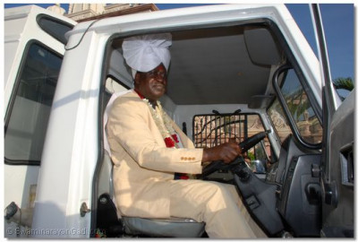 Hon. Raila Odinga does a trial drive