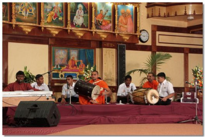 "Kirtan Sandhya concludes with the last kirtan ""Jhom Jagate, Jhom Jagate"""