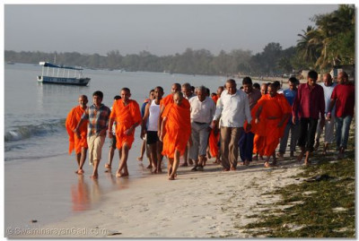 Acharya swamishree taking the daily morning walk