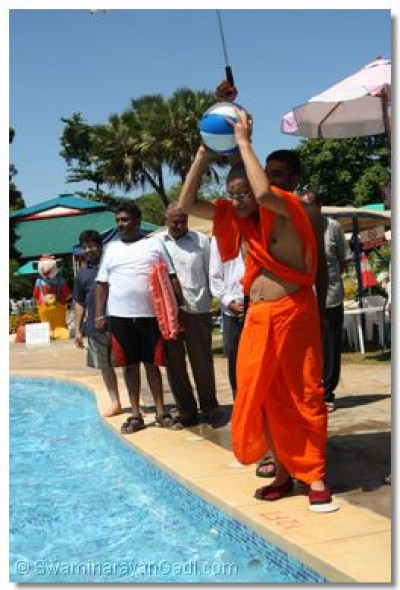 Acharya Swamishree plays water ball