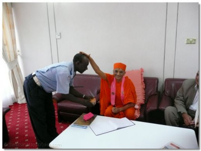 Escort police blessed by Acharya Swamishree at Mombasa Airport