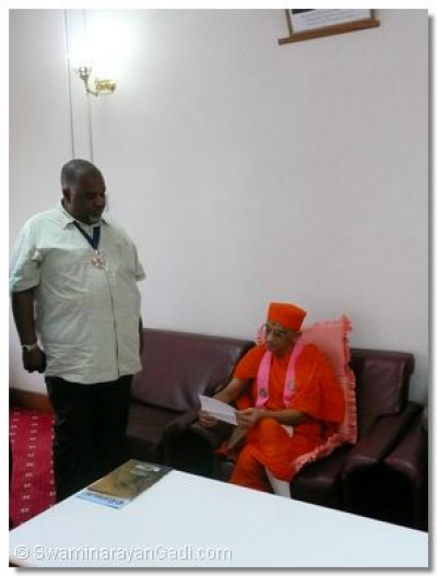 Hon. Ahmed Mohdhar offers a farewell letter to Acharya Swamishree