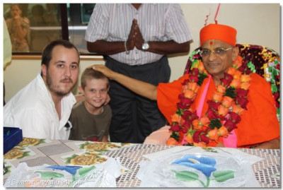 Young disciple blessed by Acharya Swamishree