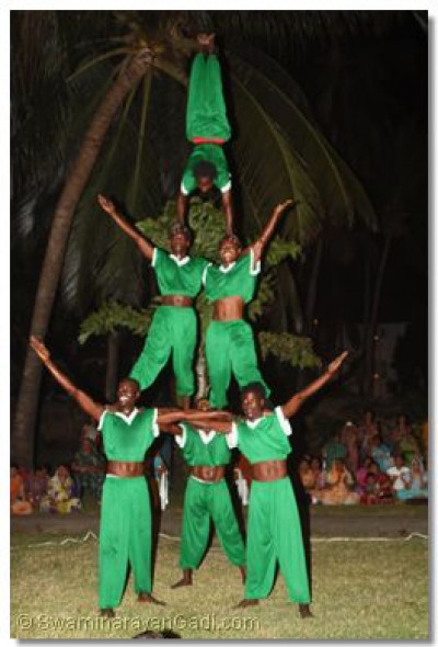 Acrobats perform in front of Acharya Swamishree