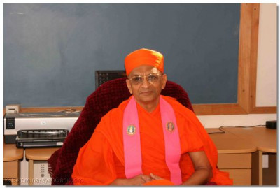 Acharya Swamishree presiding at the H H Swamibapa Media Centre