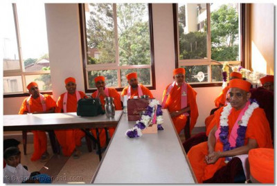 Acharya Swamishree sants at the Swamibapa Education Centre