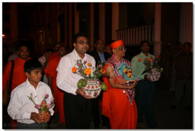 Acharya Swamishree leads the procession on the occassion of Vasant Panchmi