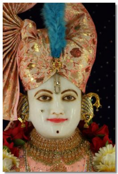 "Divine darshan of lord Swaminarayan with ""peach coloured safo"""