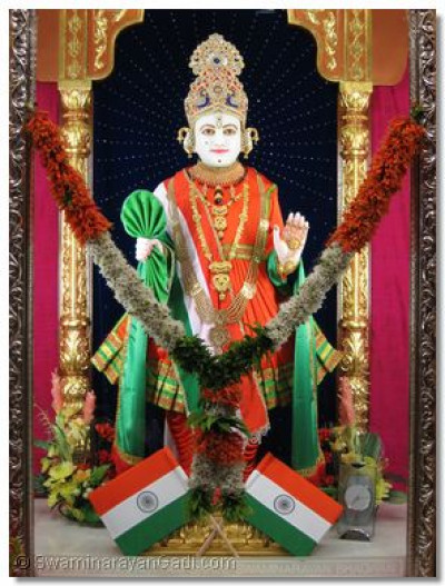 Darshan of Shree Ghanshyam Maharaj dressed in Indian national outfit attire
