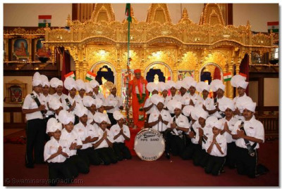 Band members pose for group photo with Acharya Swamishree