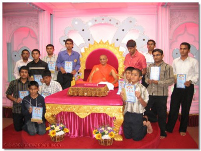 Acharya Swamishree presenting certificates for outstanding performances in their studies