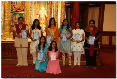 Disciples who received awards for outstanding performances in their studies