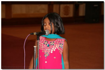 "Young devotee narrating story of ""Chor ne sajah"""