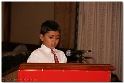 A young devotee recites a Vachanamrut in English